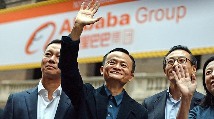 Джек Ма, основатель и владелец Alibaba Group, приветствует россиян, обещая им качественные товары, низкие цены и в целом светлое будущее (на самом деле нет)
